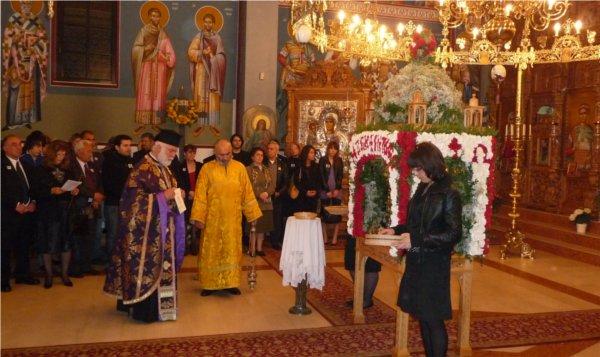 Heiliger-Georgios-Wiesbaden / Liturgie und Prozession des Epitaphios am Karreitag