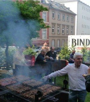 Souvlakia / Heiliger-Georgios-Wiesbaden / Alljährliches Gemeindefest zu Ehren des Heiligen Georgios des Trophäenträgers